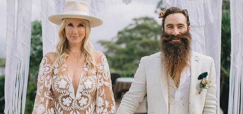 Vzpomínky na den D jim zkazil koronavirus: Na svatbě Emmy a Scotta Maggsových se nakazilo 37 hostů