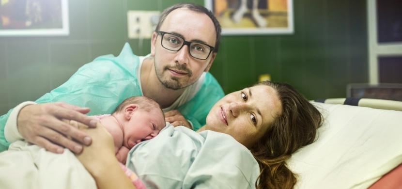 Dobrá zpráva: Přítomnost otců u porodu je v Česku opět možná