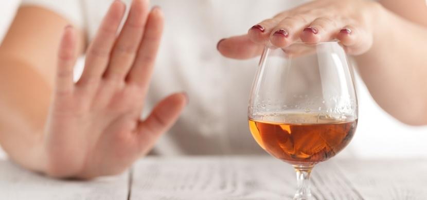 WHO varuje: Pití alkoholu vás neochrání před koronavirem, snižuje naopak vaši imunitu