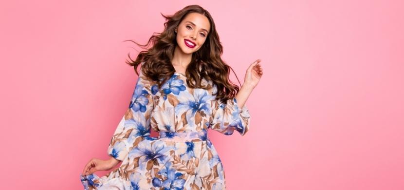 Květinové šaty, ve kterých vám to bude letos slušet: Inspirujte se nejnovějšími trendy