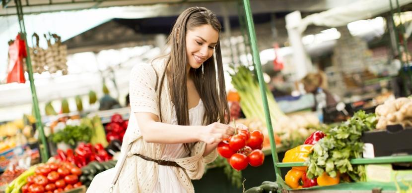Podle čeho vybrat v obchodě kvalitní rajčata: Zaměřte se na jejich barvu, vůni i tvrdost