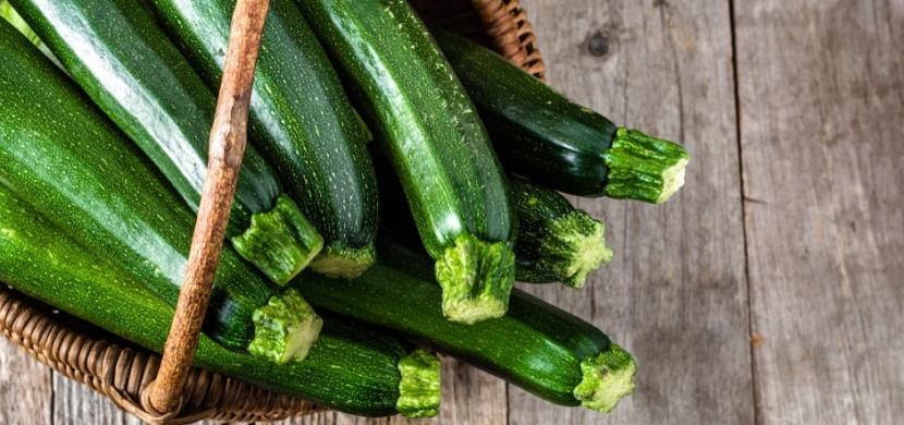 Pěstování cukety na záhoncích i v nádobách zvládne každý. Odměnou jsou svěží a chutné plody