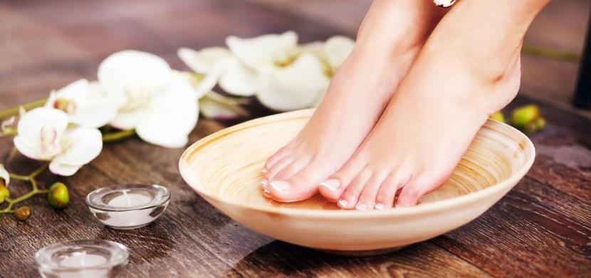 Krásné nohy bez ztvrdlé kůže: Udělejte si pedikúru v pohodlí domova