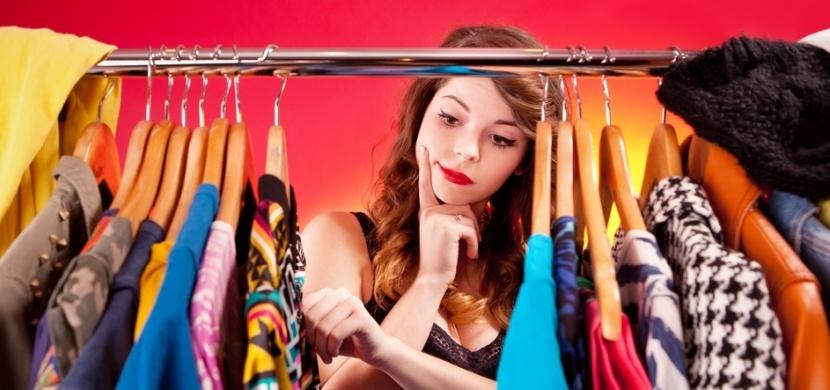Váš šatník není nafukovací. Zkuste jej efektivně vytřídit ve čtyř krocích