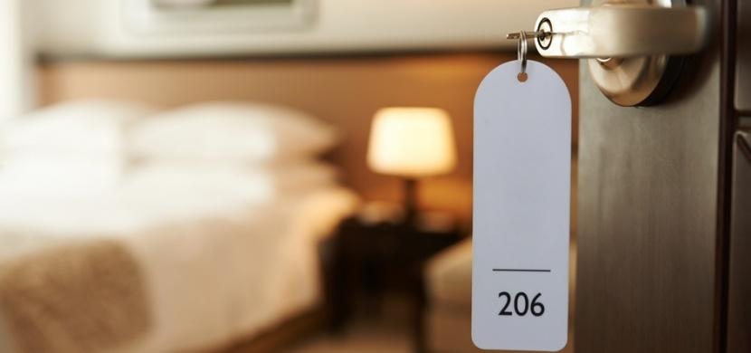 Na dovolenou s dezinfekcí na úklid: Toto jsou nejzamořenější místa v hotelovém pokoji