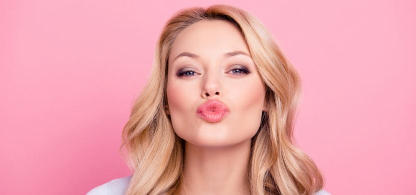 Červenec přeje lásce: 5. 7. slavíme Mezinárodní den objetí zdarma a 6. 7. Světový den polibku