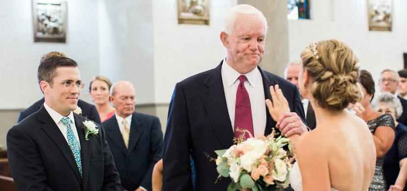 Nevěstu Jeni Stepien vedl svatební uličkou muž se srdcem jejího mrtvého otce. Měla tak pocit, že je táta stále s ní