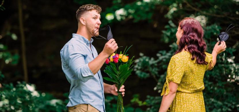 Lindsey McCaffry nafotila pár při rande naslepo. Při prvním pohledu mezi nimi proběhla elektrizující chemie