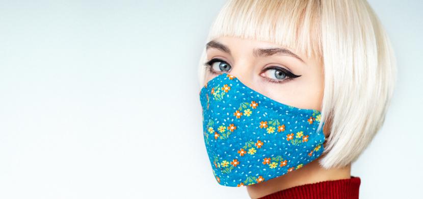 Jak se starat o pleť pod rouškou: Zřekněte se make-upu a tvář si čistěte několikrát za den