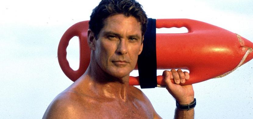 Jak dnes vypadá Mitch Buchannon z Pobřežní hlídky: Herec David Hasselhoff si je po 30 letech od natáčení stále podobný