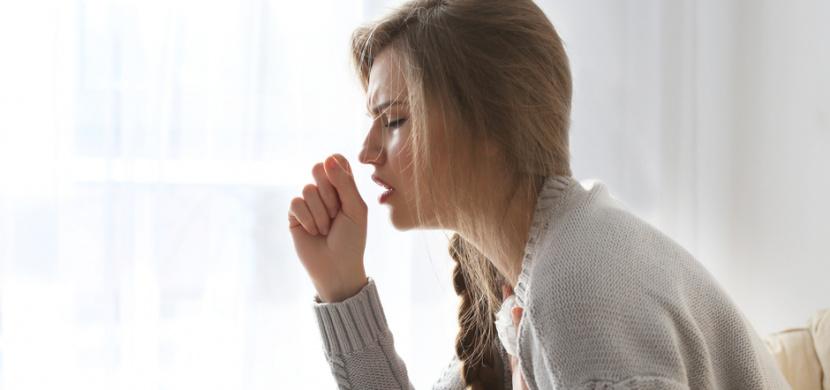 Jak se liší koronavirus od chřipky a nachlazení: Pro COVID-19 není typická rýma ani kýchání