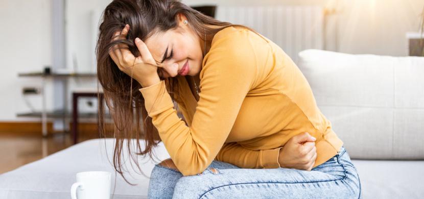 Mladou dívku bolelo břicho. Příčina bolesti lékaře po vyšetření doslova šokovala
