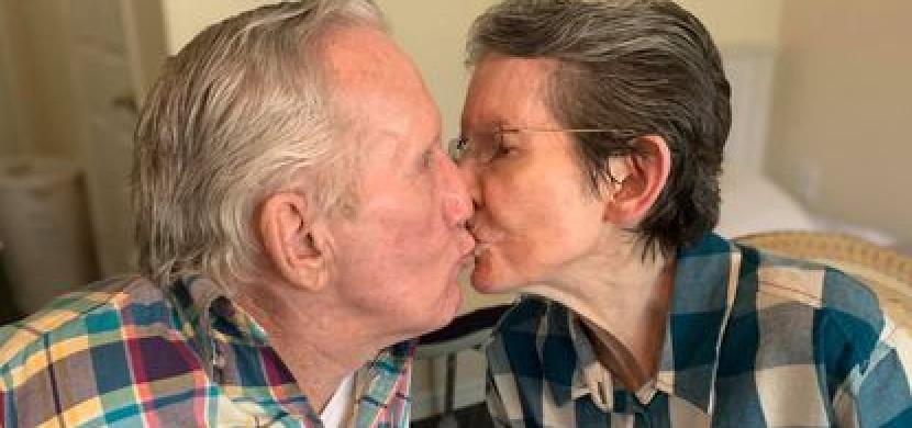 Manželé Joseph a Eve se kvůli koronaviru neviděli 215 dní. Po 60 letech manželství je rozdělil až covid-19