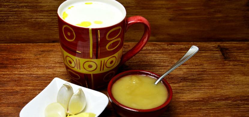 Česnekové mléko léčí kašel a podporuje vykašlávání. Uleví vám také od rýmy, nachlazení a chřipky
