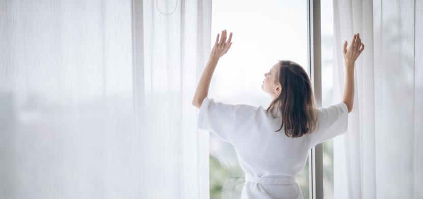 Jak mít zářivě bílé záclony jako v první den nákupu: Na domácí bělení zašedlých záclon použijte sůl, ocet i prášek do pečiva