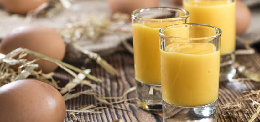 Recept na nevařený vaječný koňak: Díky snadné přípravě a skvělé chuti si ho zamilujete nejen o Vánocích