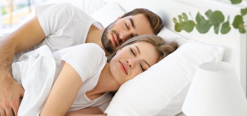 Typy snů, které se vám zdají o partnerovi: Sny o nevěře, rozchodu či těhotenství mají hlubší význam