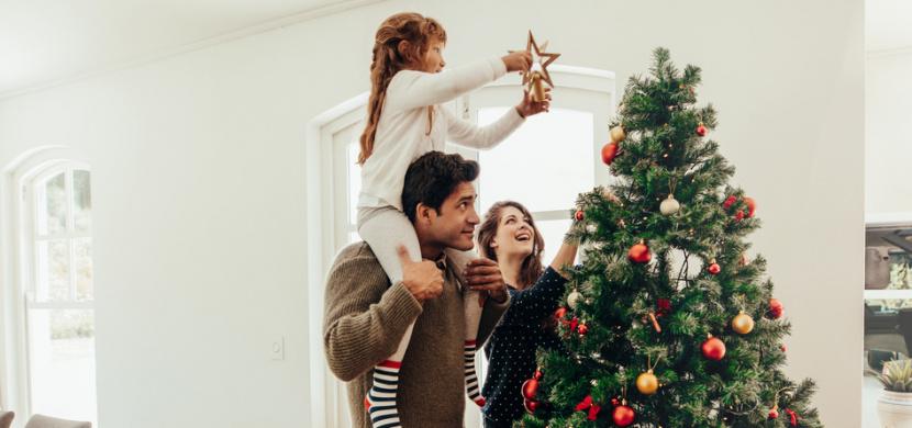 Vánoční stromeček si bez výčitek ozdobte dříve. Podle psychologů zdobení s předstihem zlepšuje náladu a navozuje pocit štěstí