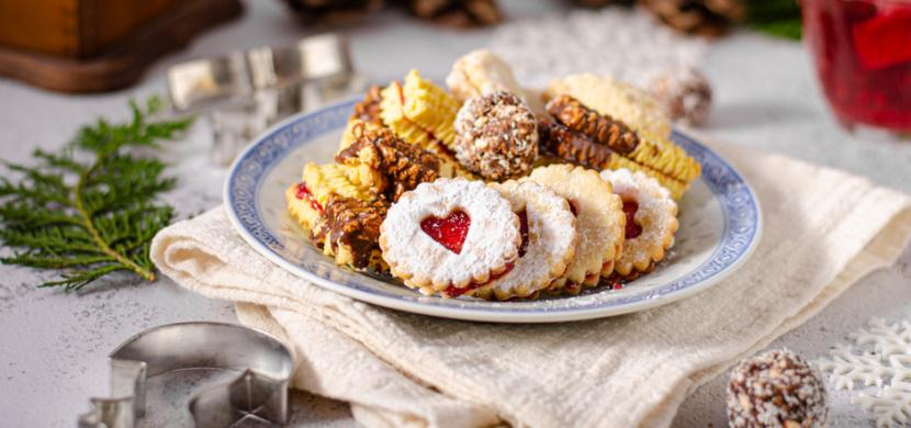 10 nejlepších receptů na vánoční cukroví: Je libo košíčky Izidor, domácí Raffaelo, sádlové koláčky nebo medové kuličky?