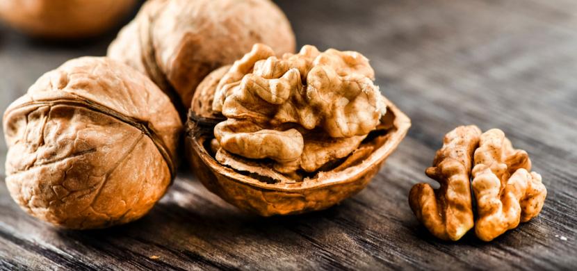 Vlašské ořechy příznivě ovlivňují naše zdraví. Jsou významným zdrojem omega-3, každý den si jich dopřejte celou hrst