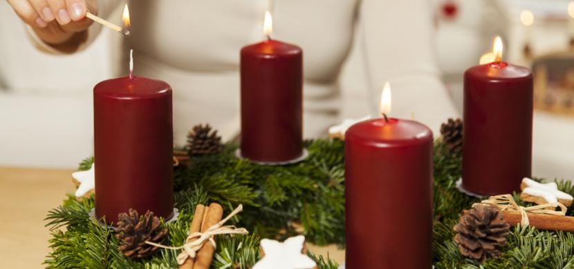 Zlatá neděle se nese ve znamení tradic. Na adventním věnci zapalujeme andělskou svíčku a stavíme betlémy