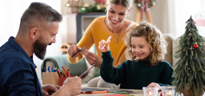 Vánoční přání z papíru: Přinášíme 4 originální nápady na jeho výrobu