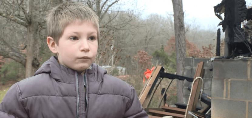 Sedmiletý chlapec Eli Davidson je malý velký hrdina. Z hořícího domu zachránil svou 22měsíční sestřičku