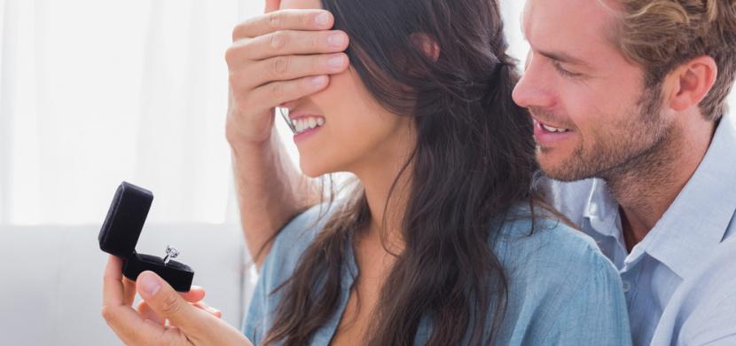 Dokáže cena zásnubního prstenu předpovědět šťastné manželství? Vědci znají odpověď