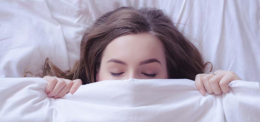 Spaní bez pyžama? Přináší samá pozitiva