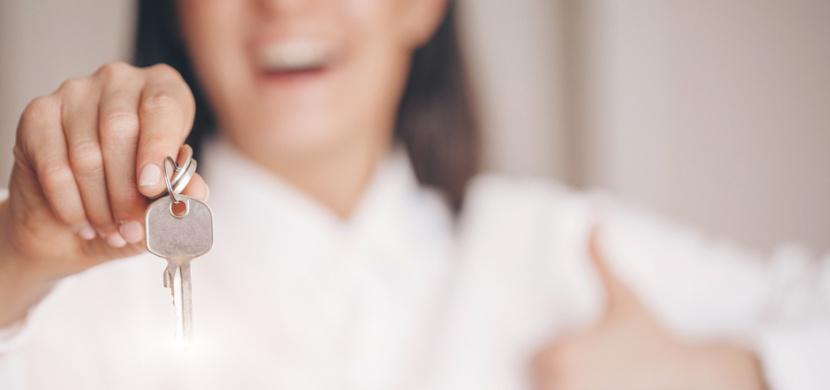 Klíče jako sebeobrana: Tiktokerka vysvětluje ženám, jak je při útoku správně držet