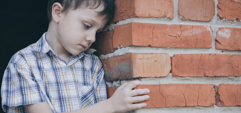 Chlapeček z dětského domova nakreslil na chodník své tajné přání. Video, které oblétlo svět, vás dojme k slzám