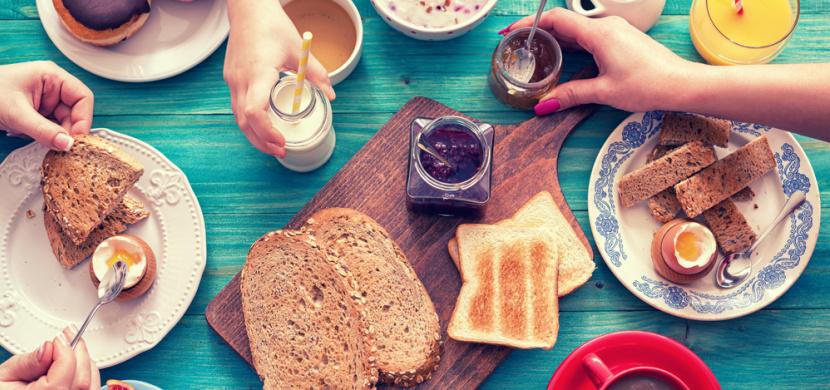 Myslíte si, že snídáte dobře? Tyto potraviny byste rozhodně neměla jíst na lačný žaludek!