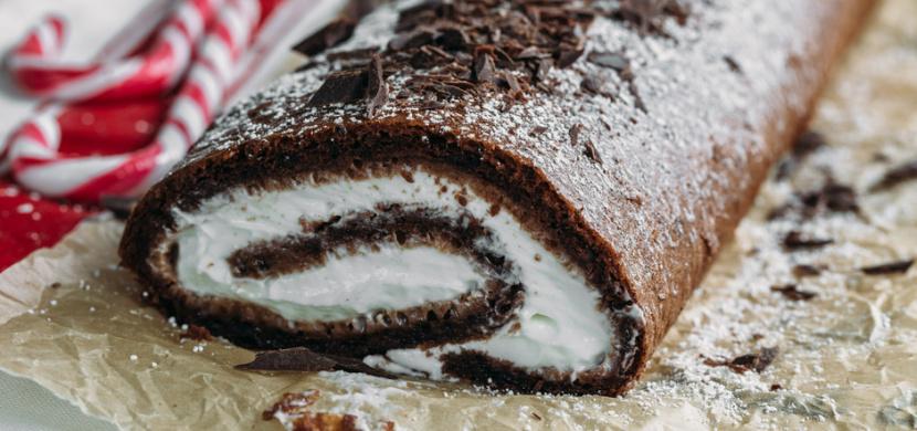 Recept na kakaovou roládu s tvarohem a mascarpone podle Mariany Prachařové. Příprava je jednoduchá a výsledek delikátní