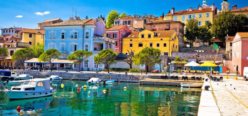 Rytmus s manželkou Jasmínou vyrazili do Chorvatska. I když má Jadran kolem 20 stupňů, je to pro ně dokonalý relax