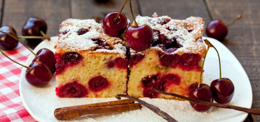 Rybízová, třešňová a jahodová bublanina jsou hity léta: Vyzkoušejte klasický recept, kterému neodoláte