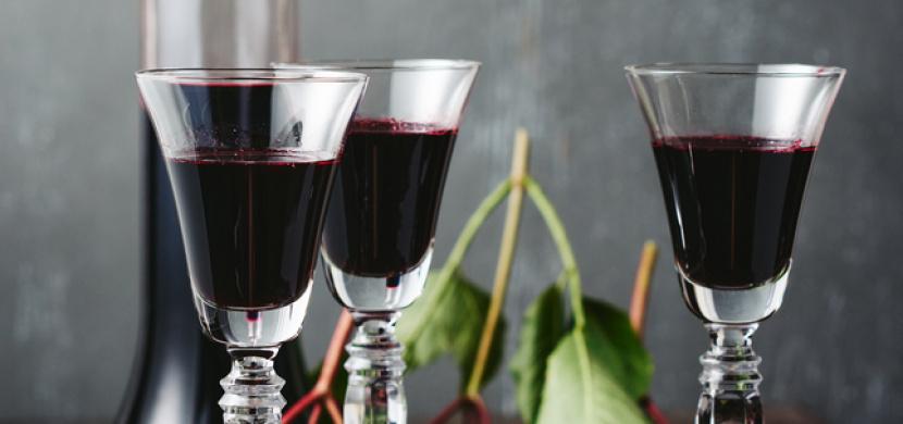Recept na bezinkový likér: Naše babičky jej užívaly na zahřátí i jako lék