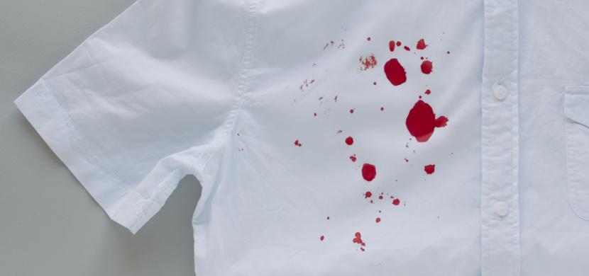 Zaschlé skvrny od krve na oblečení a matraci vyčistíte několika způsoby. Po zaschlé krvi nezůstane ani památka